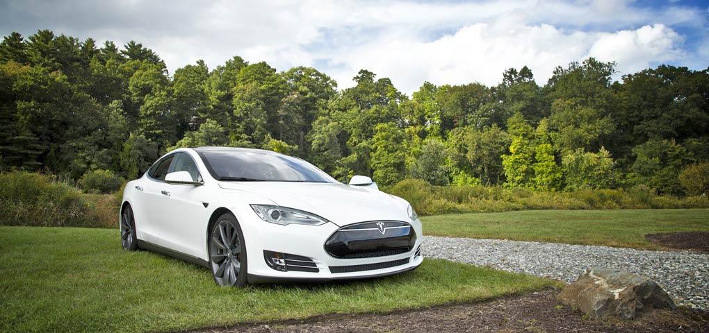 Zeltfabrik für Elektroautos – Tesla baut an