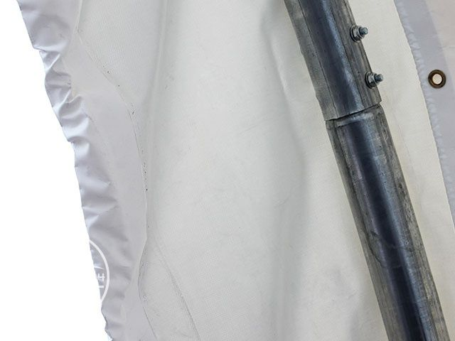 PVC-Plane im Zelt