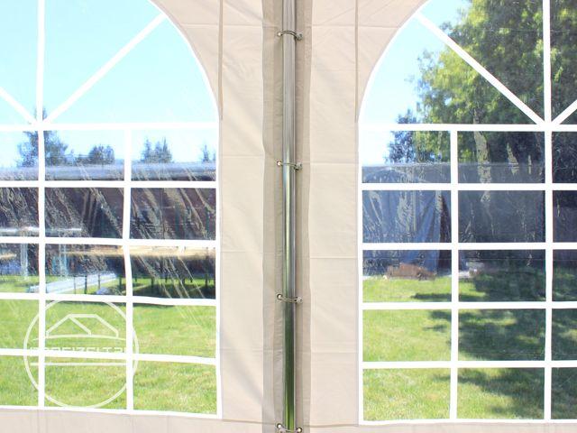 Seitenteile mit Rundbogenfenstern