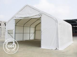 Zelthalle seitlich fotografiert