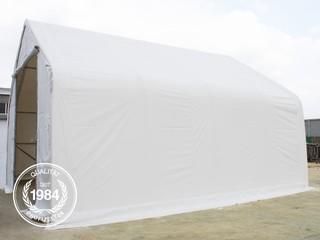 Zelthalle von der Seite