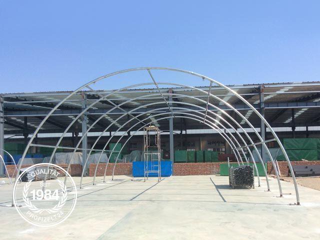 Die Gestänge-Konstruktion besteht aus extrem stabilen und feuerverzinktem Stahl.