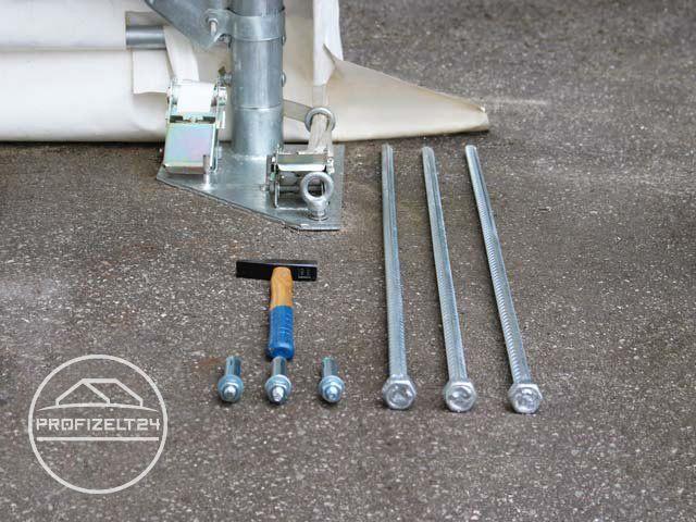 Bodenverankerung: Entweder mit M 12 Betonankern oder massiven, 1m langen Erdnägeln.