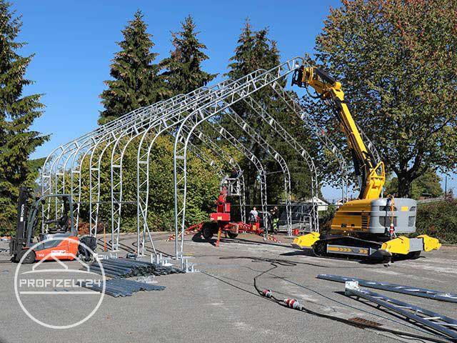 Gestänge-Konstruktion einer Zelthalle
