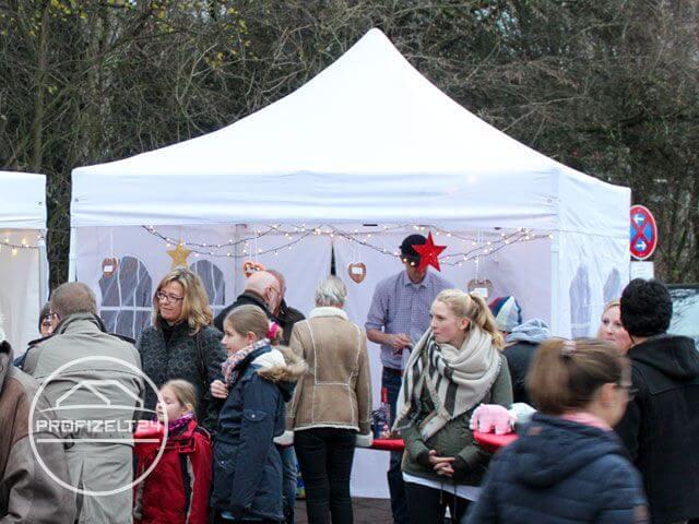 Faltpavillon als Verkaufstand auf einen Markt.