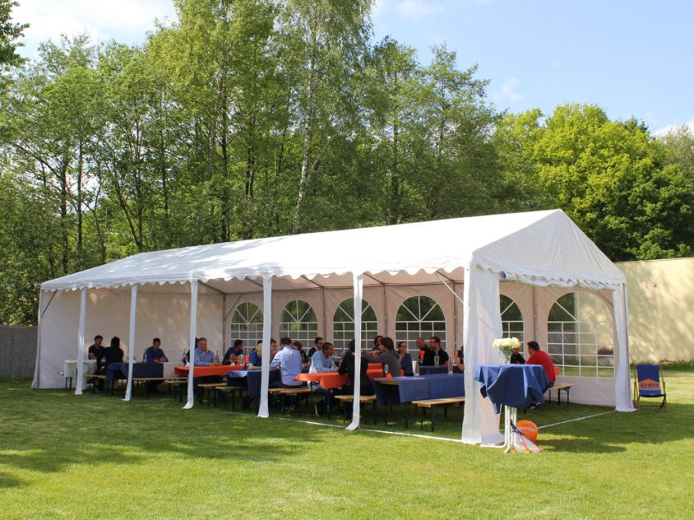 Partyzelt für eine Hochzeit einrichten - Profizelt24