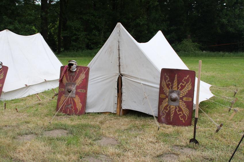 Nachgestellt: Römisches Lager.