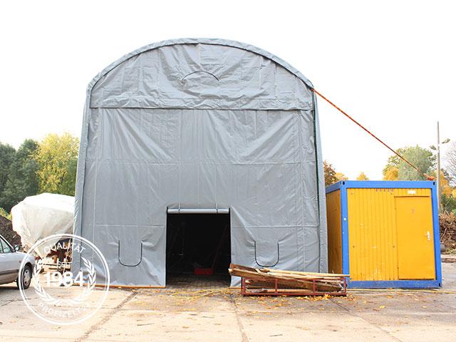 Ein Zeltgarage als Bootshalle.
