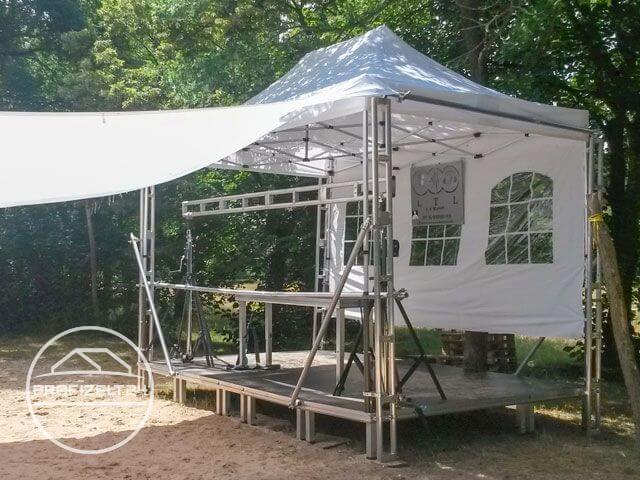 Faltpavillon als Wetterschutz auf einer Open Air Veranstaltung