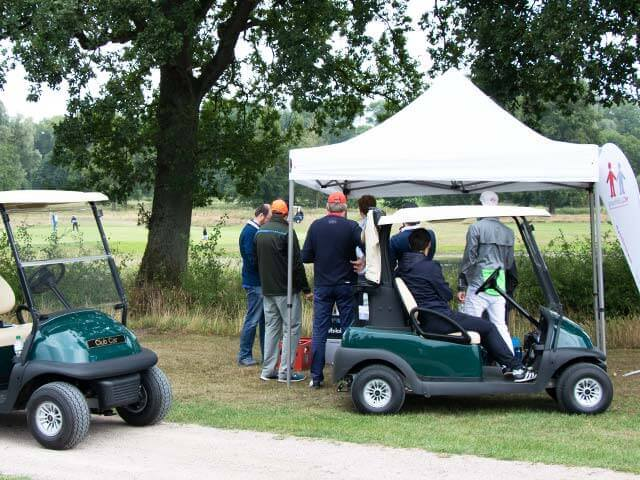 Golfturnier-mit-Faltpavillons