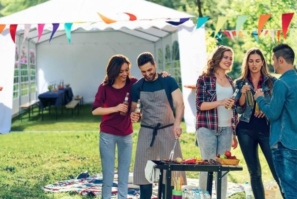 Gartenparty mit Partyzelt