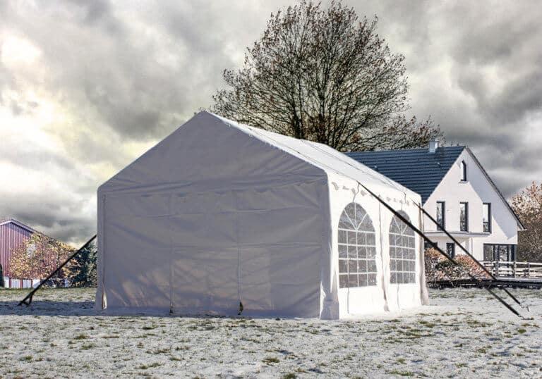 Eine Sturmsicherung schützt das Partyzelt effektiv vor Wind und Wetter