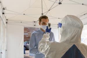 Im Zelt Fieber messen und Corona-Infektionen aufdecken