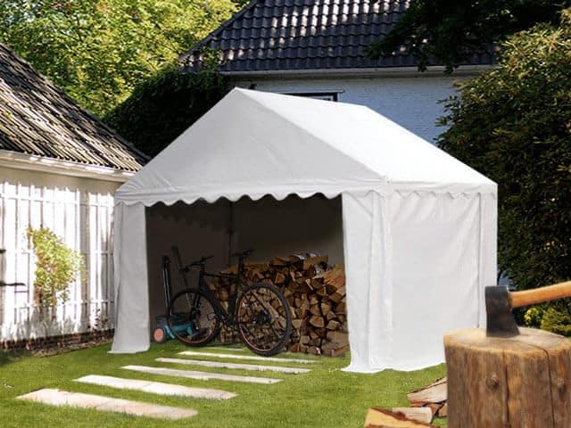 Im Lagerzelt Holz geschützt einlagern
