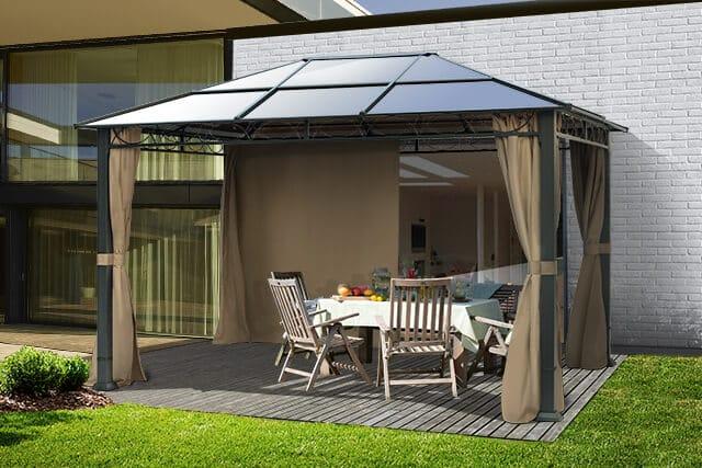Einen Gartenpavillon als Überdachung für die Terrasse einsetzen