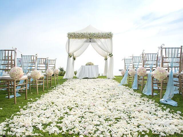 Hochzeit im Freien im Pavillon organisieren