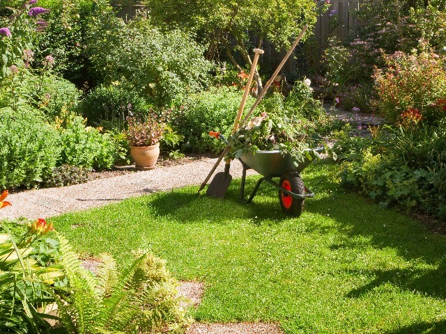 Den Frühling mit Gartenarbeit beginnen