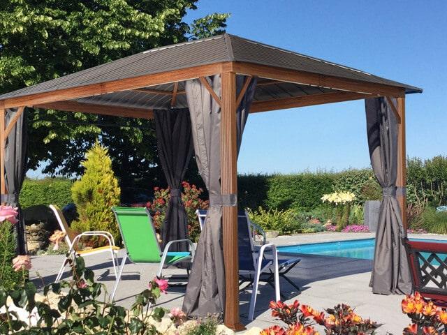 Robuster Gartenpavillon zum entspannten Sonnenbaden