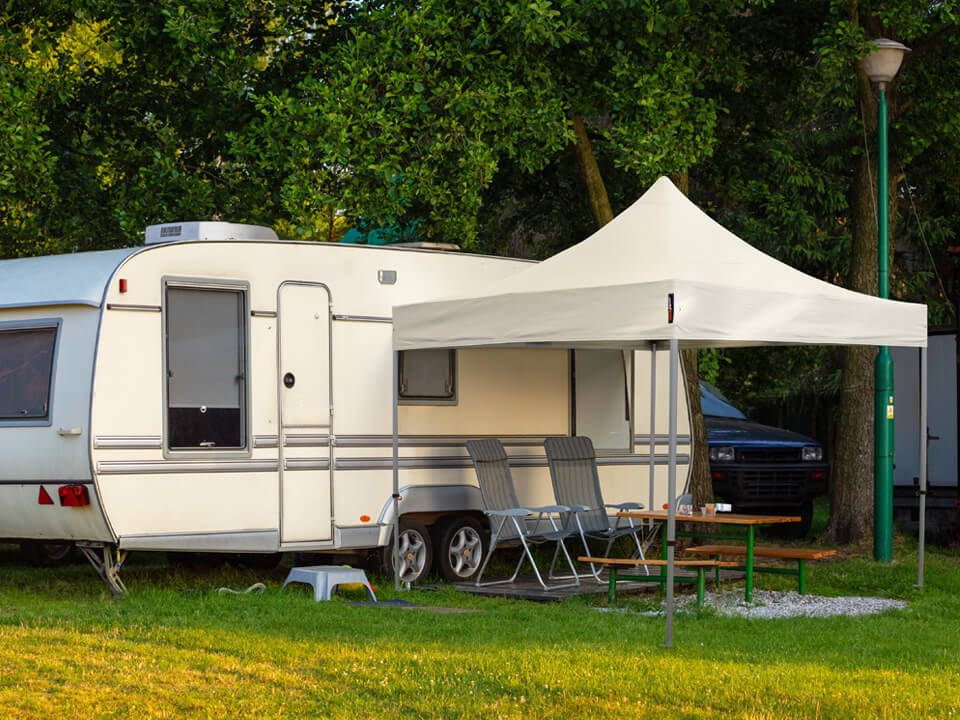 Camping-Faltpavillons - die idealen, wetterfesten Begleiter