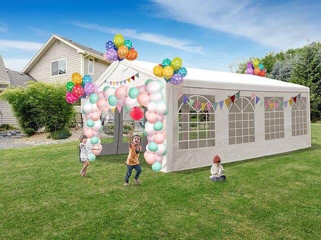 Partyzelt auf dem Kindergeburtstag im Garten