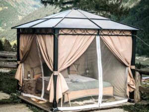 Der Gartenpavillon eignet sich perfekt als Glamping-Unterkunft