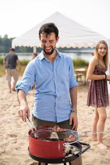 Grillen am Strand mit Partyzelt